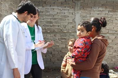 Projects Abroad公共保健項目志工和當地醫生為墨西哥病人進行診療