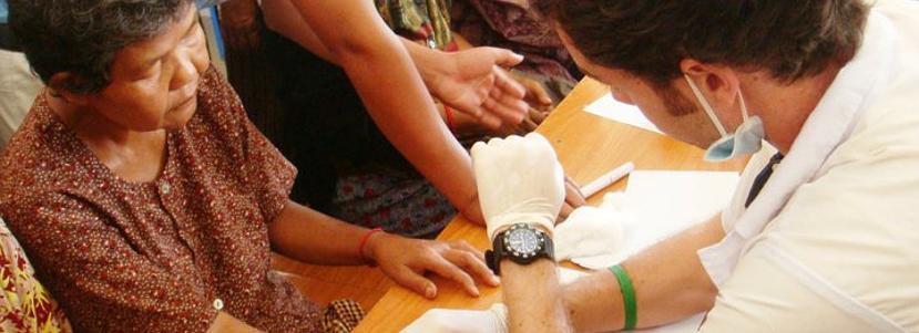 海外醫療及保健項目志工參與當地的社區醫療工作