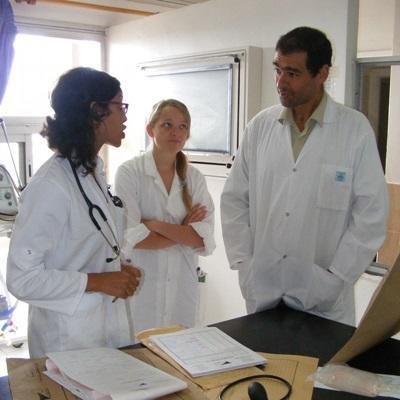 摩洛哥助產項目志工諮詢醫護人員的意見