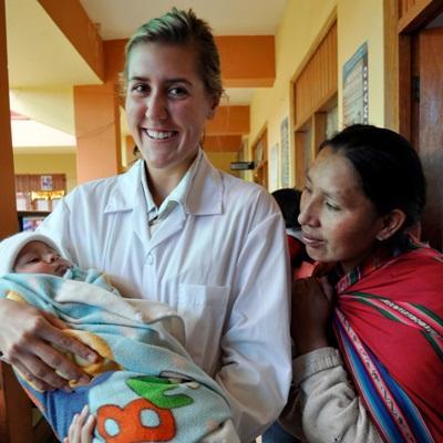 志工參與秘魯的助產實習項目,在醫院幫助當地的嬰孩和孕婦