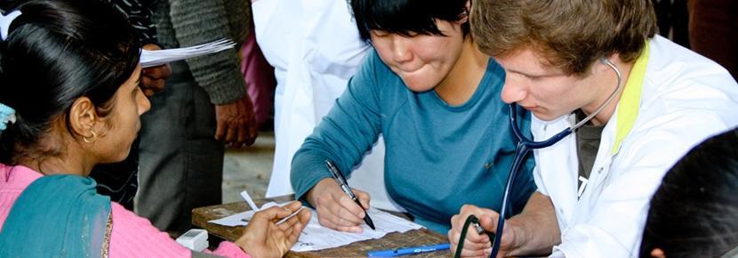 志工參與海外護理項目在診所工作