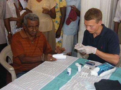 Projects Abroad志工在斯里蘭卡參與海外物理治療實習項目