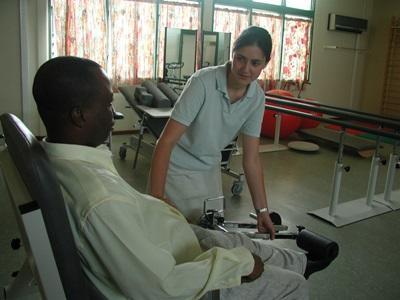 在多哥實習的物理治療志工