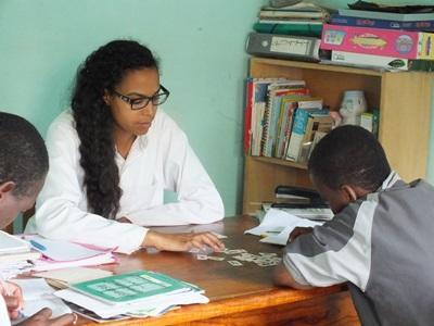 多哥兒童接受Projects Abroad實習生安排的言語治療
