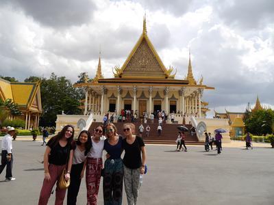 參與柬埔寨的初中生志工營活動遊覽當地知名的旅遊景點