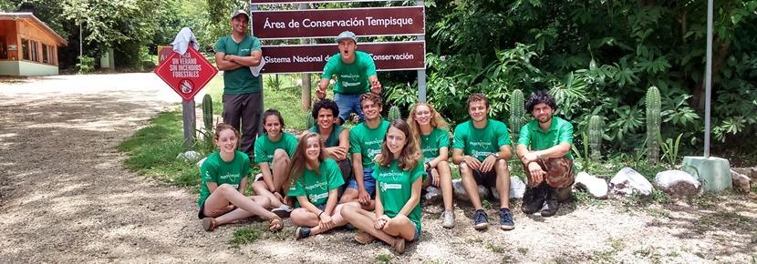 初中生志工參與哥斯達黎加環保項目的合照