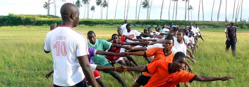 志工教練參與加納學校的橄欖球訓練