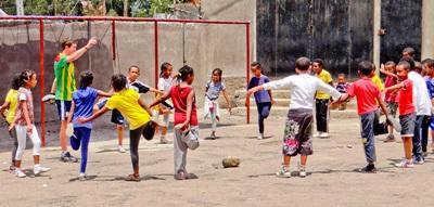 Projects Abroad志工在埃塞俄比亞進行體育指導工作