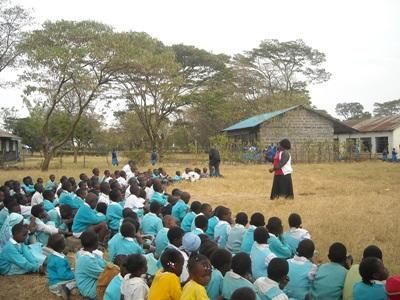 女志工教師來到非洲肯雅在幼兒園負責教導一個班級