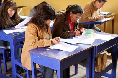 志工參與在南美秘魯教導當地成人學習英語的項目