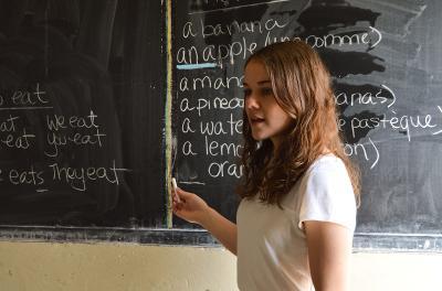 Projects Abroad教學志工在非洲塞內加爾的課室講課.