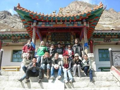 學生在暑假參與蒙古志工項目