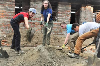Projects Abroad志工於尼泊爾大地震後在當地的災後支援工作帶來貢獻