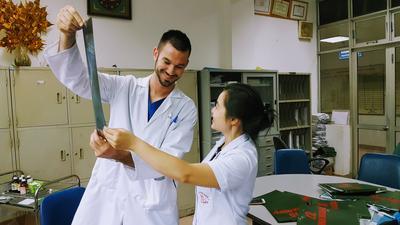 醫學實習生非常尊敬當地專業的醫護人員所擁有的經驗和知識